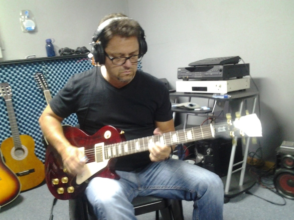 Nashville Session Guitar Player, Brent Mason at Nashville Trax Recording Studio. Known for his Telecaster work, for this song he's playing a Gibson Les Paul.